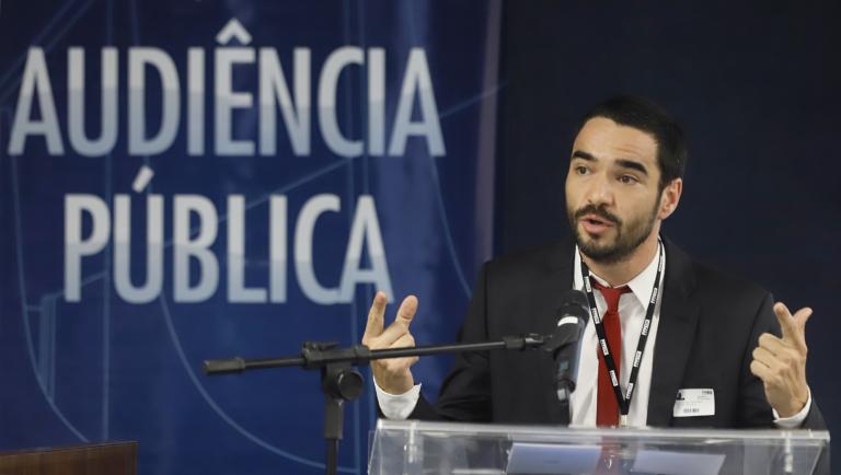 """""""A censura já voltou a este país"""", diz Caio Blat em Audiência Pública Contra a Censura"""